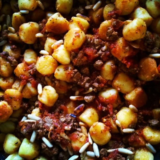 Vegetarische Gnocchi Pfanne. <3#Gnocchi #Essen #Veggie #Pinienkerne
