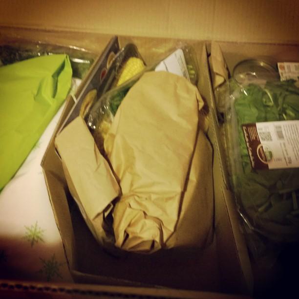 Wir haben mal wieder eine #HelloFresh Box diese Woche. Und sie ist dieses mal besonders voll. Und wieder wirklich frisch.#Abo #frisch #Essen #Spinat #Maiskolben #Paprika #Reis #Nudeln #Kartoffeln