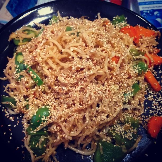 Pikante Asiatische Nudelpfanne mit grüner Paprika, Sojasprossen und KarottenWirklich super-lecker ! :-)#HelloFresh #KW41