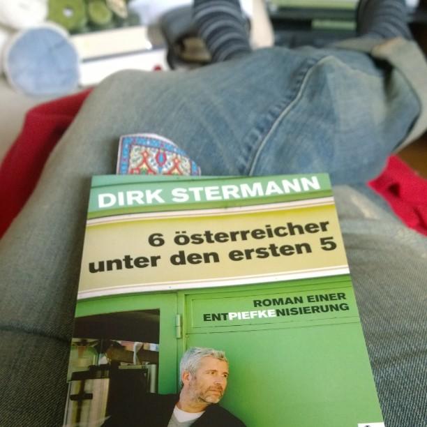 Wollten eigentlich spazieren gehen. Was macht der Mann ? Schläft ein ! Ich lese dann mal ein bisschen.#fail #lesen #Buch #Stermann
