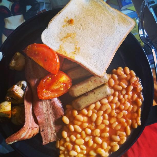 English Breakfast in Veggie-Variante ?! Kein Problem! :-)#BakedBeans #Veggie #English #Breakfast #Tomaten #Champignons
