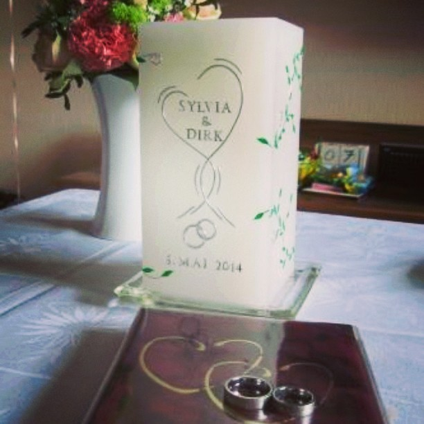 Ein halbes Jahr. ♥ #2014 #Hochzeit #Kerze #Blumen #Ringe #Stammbuch #Maibraut